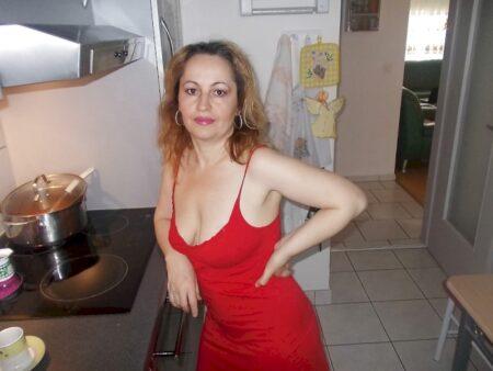 Adopte une vieille cougar sexy