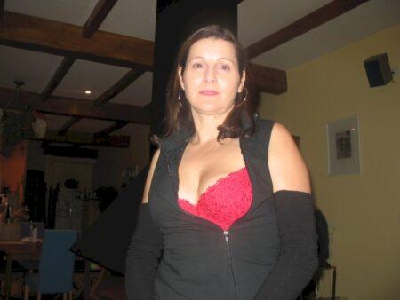 Femme cougar sexy très classe cherche un homme docile